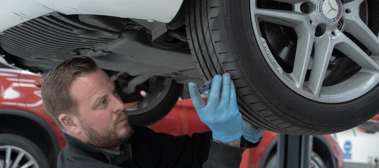 richard-hollings-tyres@2x